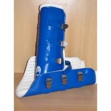 Přední uzavřené celoobvodové skokové chránniče omyvatelné v modré barvě a velikosti 1/ odpovídá pony - cob velikosti/